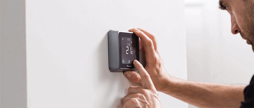 Termostat smart Honeywell T6R Lyric. O viață mai simplă cu un termostat care gândește pentru tine
